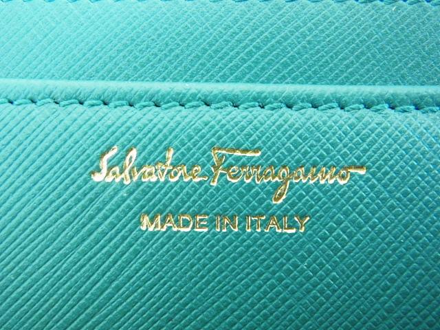 Salvatore Ferragamo(サルヴァトーレフェラガモ)【本物】ガンチーニ 二つ折り長財布/エメラルドグリーン